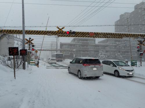 JR白石駅近くの踏切