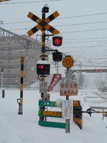 JR白石駅近くの踏切②