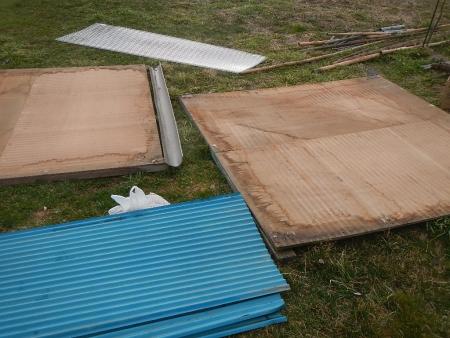 さしかけ屋根置き場 (4)