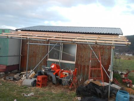 さしかけ屋根置き場 (5)
