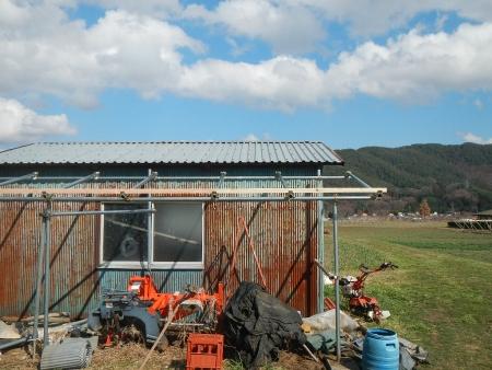 さしかけ屋根置き場 (2)