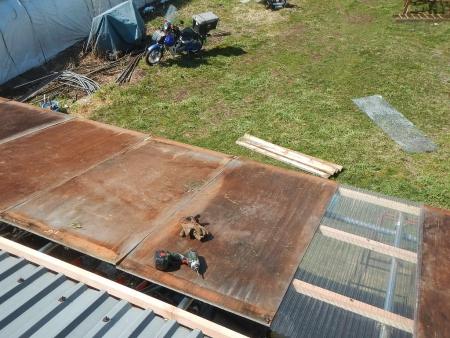 差し掛け屋根置き場 (3)