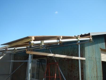 差し掛け屋根置き場 (2)