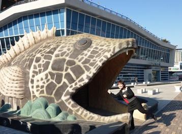 水族館前 巨大魚