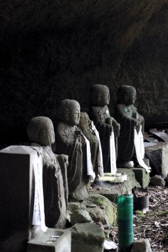 岩屋寺薬師堂の地蔵