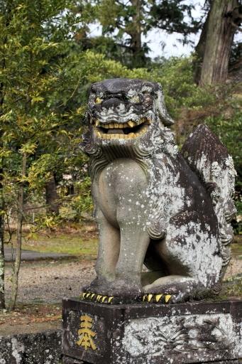持田神社の狛ワンコ金ぴか彩色