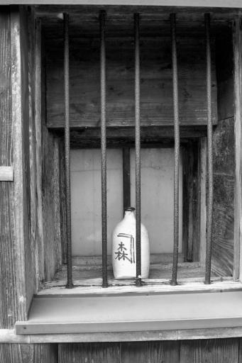 金森醤油店の窓