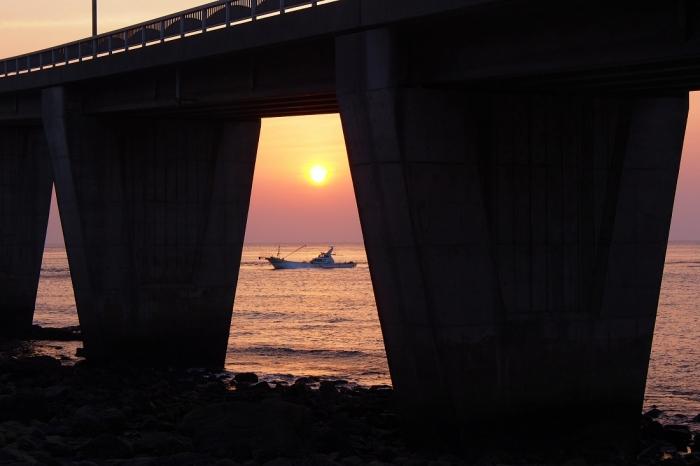 漁船 2 橋桁から