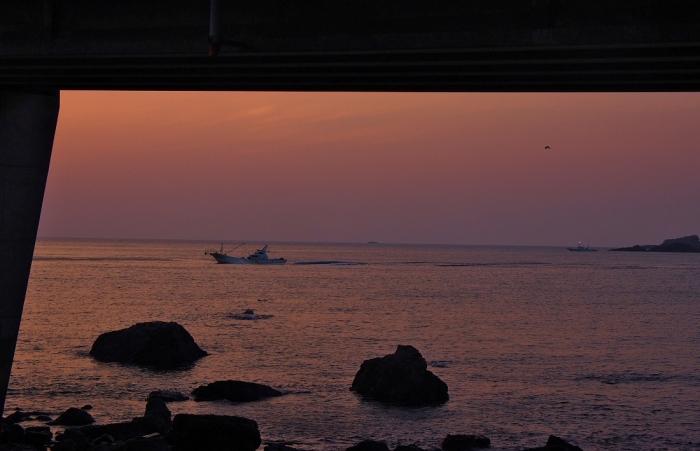 橋桁の夕景