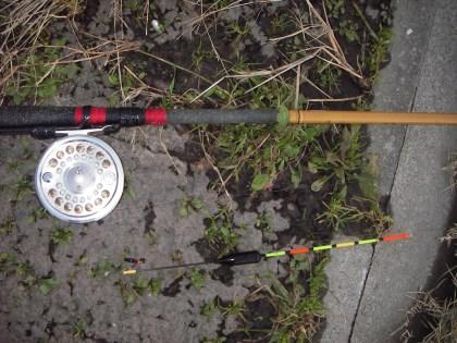 自作12尺竿にフライ5番のウキ釣り