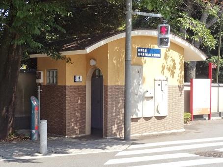 谷中墓地入口公衆便所1