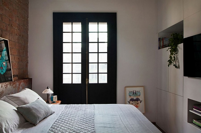 Dark-window-frames-and-exposed-brick-headboard-wall-style-the-small-bedroom.jpg