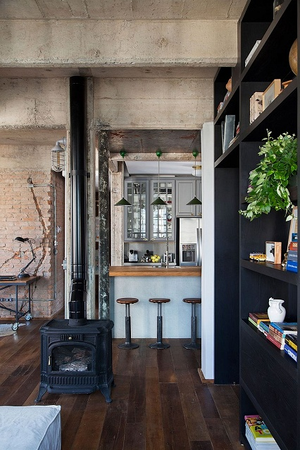 Exposed-duct-work-pipes-and-brick-walls-give-the-interior-a-distinct-industrial-appeal.jpg
