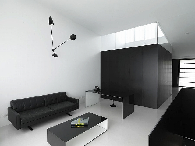 Modern-minimal-home-office-in-black-and-white.jpg