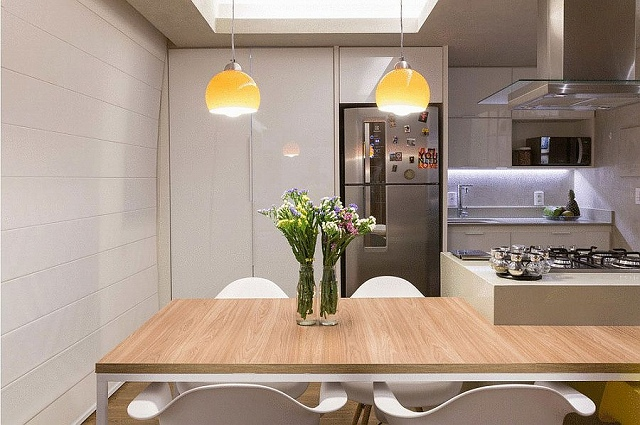 Serving-area-carefully-hidden-behind-the-dining-area.jpg