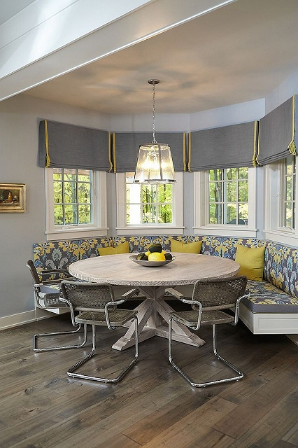 Stylish-dining-room-makes-most-of-the-corner-niche.jpg
