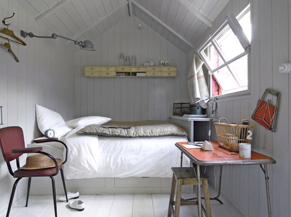 decorating_small_bedroom.jpg