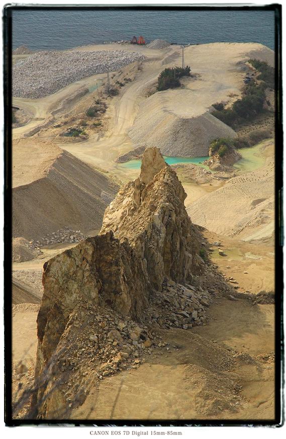 家島諸島男鹿島の採石場1602tangashima013.jpg