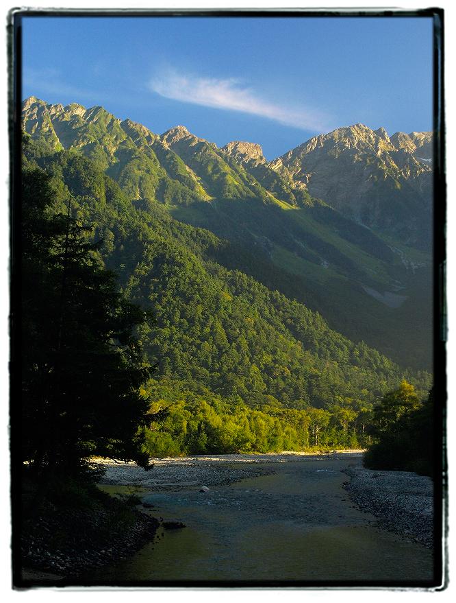 朝日に染まる上高地穂高岳2008yama001.jpg