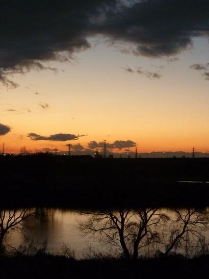 夕暮れの川面