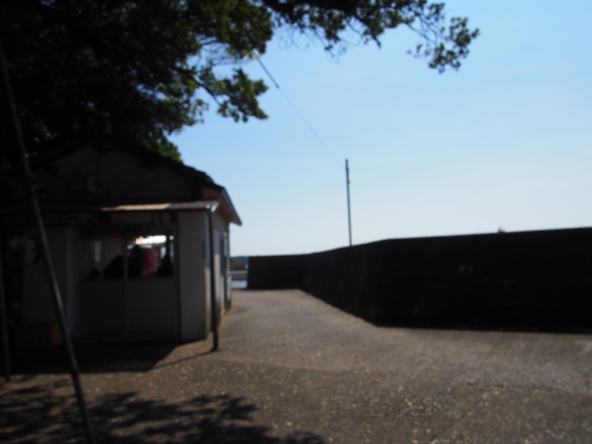 小さな港の駅