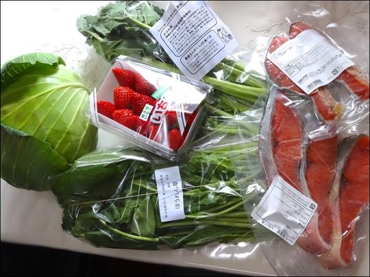 大地の野菜、イチゴ、鮭