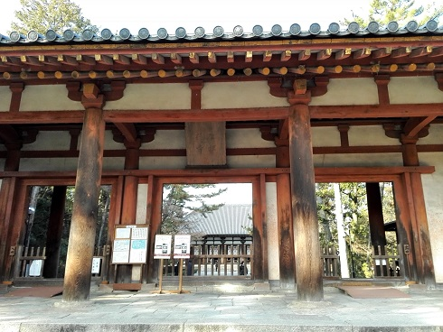 8 唐招提寺前