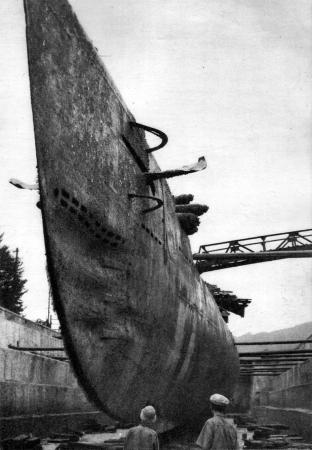 I-33_Submarine_1953-8-30.jpg