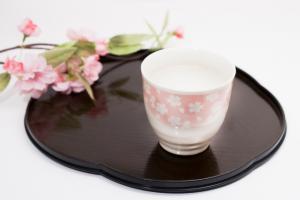 甘酒と桜の花