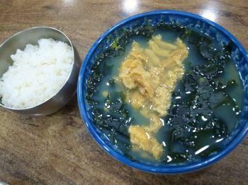ウニとわかめのスープ