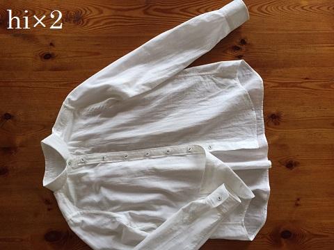 へちま襟の後ろギャザーシャツ。
