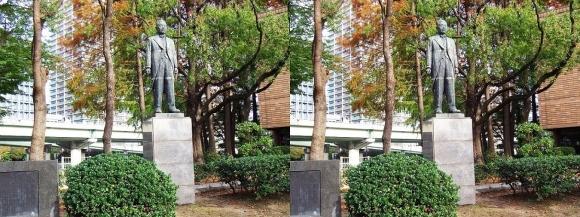 関一銅像(交差法)