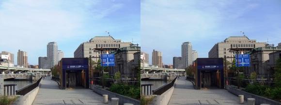 堂島川沿い遊歩道 京阪電車 大江橋駅(交差法)