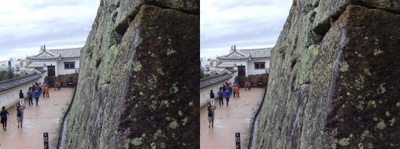 姫路城帯の櫓付近からの太鼓櫓(交差法)