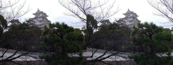 姫路城ろの門西南方土塀からの天守閣(平行法)