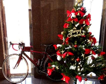 自転車とクリスマスツリー