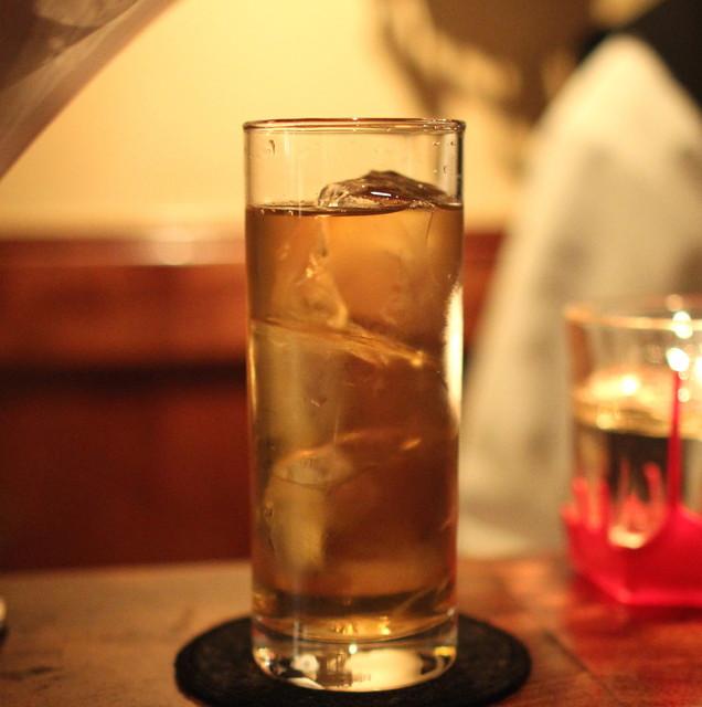 アルコール度数40度の酒を割らずに飲む奴wwwwwwwwwwwwww