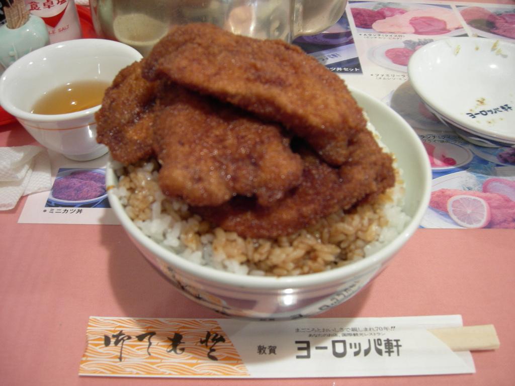 【食】ソースカツ丼の元祖論争、ルーツは東京・早稲田、そして遠くドイツに