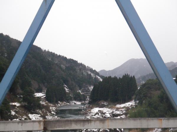 法伝橋から下流