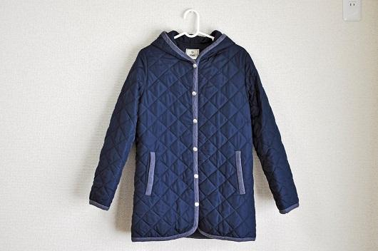 紺色キルティングコート