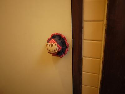 トイレのドアノブにも(=^・^=)