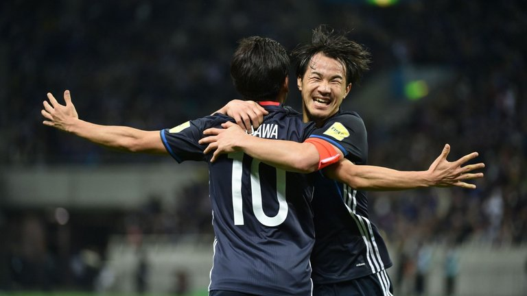 Kagawa celebrates with Shinji Okazaki during Japans 2018 World Cup qualifying win