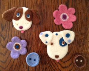 花、犬、ボタン
