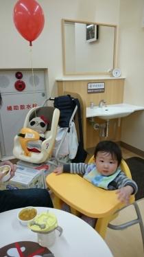 赤ちゃん休憩室でランチ
