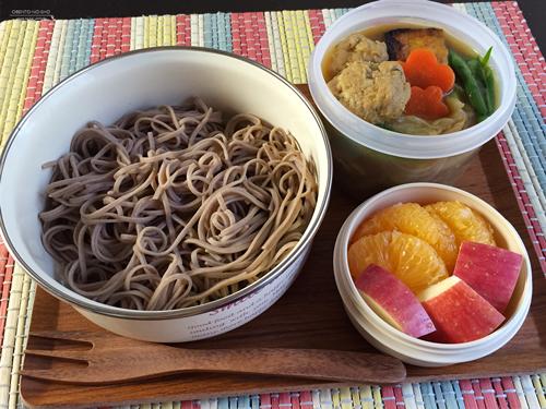 焼き厚揚げと肉団子のカレー南蛮蕎麦弁当01