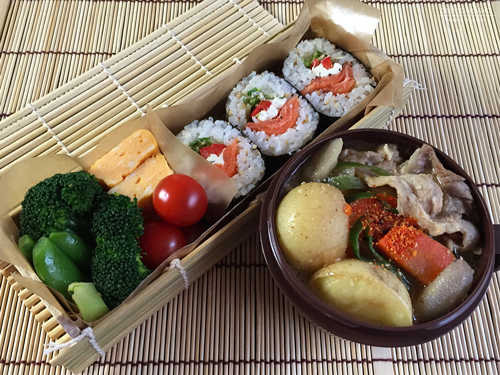 スモークサーモン&クリームチーズの恵方巻き(もどき)弁当01