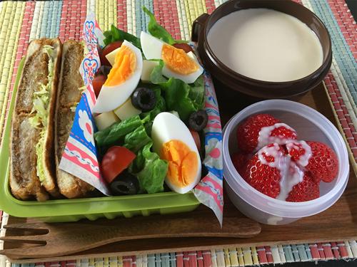牛肉コロッケのホットサンド弁当01