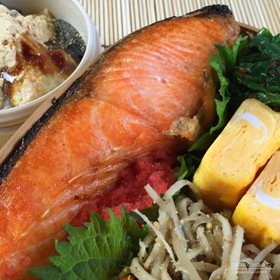 鮭明太子&豆腐わらび餅弁当02