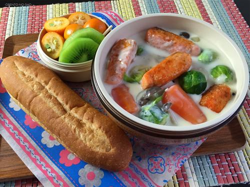 鮭と芽キャベツのクリームシチュー弁当01