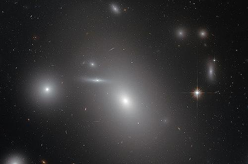 宇宙最大のブラックホールはこいつだ
